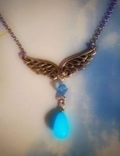 Rinoa Heartilly Glowing Necklace - Final Fantasy - Glow in the Dark - Gamer Necklace - Final Fantasy VIII - Angel Wings - Angel Necklace