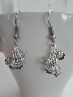 Korálkové náušnice. Beaded earrings.