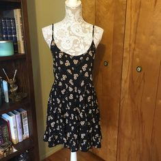 20% off bundles! Sunflower Jada dress Worn once, in like new condition. One size fits most. 58% cotton 42% viscose. 31.5 inches long. Brandy Melville Dresses