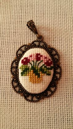 Tiny Cross Stitch, Cross Stitch Bookmarks, Cross Stitch Needles, Counted Cross Stitch Patterns, Cross Stitch Designs, Cross Stitch Embroidery, Crochet Leaves, Beaded Cross, Needlepoint Stitches