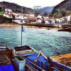 The best place to eat fish and other seafood. The outdoors restaurants are great. Villas, Best Places To Eat, Places To Visit, Asturian, Asturias Spain, Paraiso Natural, Best Location, Far Away, The Good Place
