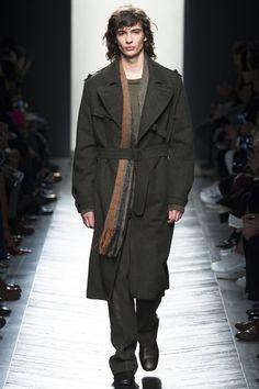 See the complete Bottega Veneta Fall 2016 Menswear collection.