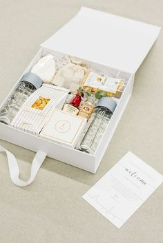 MODERN DC WEDDING WELCOME GIFTS Marigold & Grey creates artisan gifts for all occasions. Wedding welcome gifts. Workshop swag. Client gifts. Corporate event gifts. Bridesmaid gifts. Groomsmen Gifts. Holiday Gifts. Click to order online. Image: Lissa #corporategifts