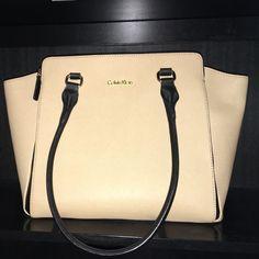 Tan&Black Calvin Klein Purse •Calvin Klein Purse (light tan&black)  •New-like condition  •3 compartments+3 pockets •Structured silhouette   •Gold hardware  •Zip closure Calvin Klein Bags Shoulder Bags