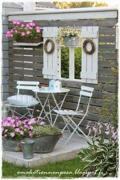 Pallet wall back yard idea