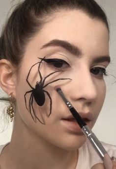 Looking for for ideas for your Halloween make-up? Browse around this website for cute Halloween makeup looks. Creative Eye Makeup, Diy Makeup, Makeup Ideas, Makeup Man, Prom Makeup, Wedding Makeup, Halloween Kunst, Halloween Crafts, Halloween Party