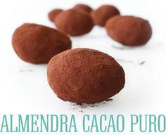 ALMENDRA CACAO PURO Almendra marcona con cremoso praliné de avellanas y espolvoreada con cacao puro. Un crujido, la mejor almendra, suave crema y cacao amargo...qué más?.