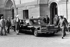 Лимузин Горбачева и Ельцина выставили на продажу. Респектабельный бронированный «членовоз» ЗИЛ-41052 сегодня можно просто купить всего за 1,6 миллиона долларов США.