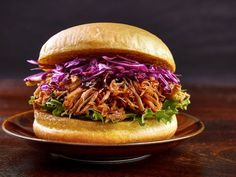 Vegane Pulled Pork-Burger aus Jackfrucht selber machen | eatsmarter.de