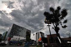 Nubes negra anuncian el aguacero nuestro de todos los días, durante la actual temporada invernal en Cali. Foto: Jorge Orozco Créditos: Departamento de Fotografía de El País