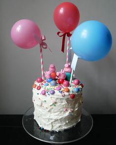 Eine Regenbogen-Torte! Das braucht jede märchenhafte Party - Einhorn, Prinzessin oder Peppa-Wutz. Die Schritt für Schritt- Anleitung zum magischen Kuchen! #peppawutz #kindergeburtstag #geburtstagstorte #backen #backrezept #kinderrezepte #einhornparty #peppawutzparty #regenbuchentorte #regenbogenkuchen #surprisecake 4th Birthday Parties, 2nd Birthday, Desserts, Cakes, Happy, Food, George Pig, Birhday Cake, George Pig Cake
