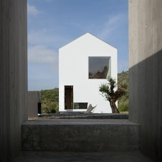 Completed in 2015 in Fonte Boa, Portugal. Images by José Campos. The Fonte Boa House is a single family house designed in a rural estate in Fartosa, Fonte Boa, in the centre of Portugal. The small estate, with a. Arch House, House Roof, Minimalist Architecture, Interior Architecture, Sico, Portugal, Gable Roof, Wine Cellar, Bauhaus