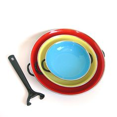 Yugoslavia Enameled Pans Vintage Enameled Cooking Pans Set of 3 in Bright Colors Comes with Detachable Handle Enamel Pan, Pan Sizes, Vintage Enamelware, Vintage Kitchen, Trays, Bright Colors, 1970s, I Shop, Oven