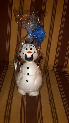 Schneemann Olaf mit Platz für kleine Geschenke in seinem Bauch