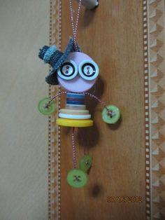 Muñeco hecho con botones.