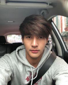 Hot Asian Men, Asian Guys, Mixed Boy, Thai Drama, Young Designers, Henna, Actor Model, Handsome Boys, Cute Guys