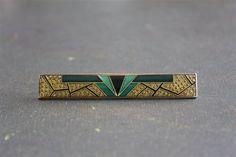 // Vintage Art Deco Style Bar Pin