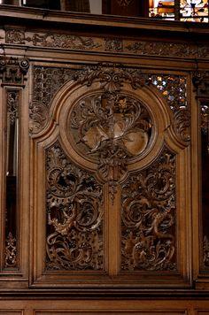 Poperinge, West-Vlaanderen, parochiekerk Onze-Lieve-Vrouw, choir, woodwork: violin & dragons | by groenling