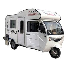 This Electric Tuk Tuk RV Is the Social-Distancing Ride of Our Dreams Tiny Camper, Camper Caravan, Camper Life, Camper Van, Three Wheel Motorcycles, Motorcycles For Sale, Motorized Tricycle, Piaggio Ape, Camper Shells