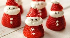 Absolutely adorable!Christmas Treats: Strawberry Santas