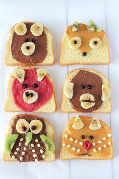 """Comment rendre un petit-déjeuner ou un goûter original ? En faisant des """"animal toast"""" ! On en voit de plus en plus sur la toile, alors moi aussi j'ai craqué et je me suis amusée à faire ces petites tartines avec des fruits et de la pâte à tartiner pour... Healthy Packed Lunches, Cookies Et Biscuits, Sweet Desserts, Healthy Kids, Toast, Gingerbread Cookies, Crafts For Kids, Fruit, Cooking"""