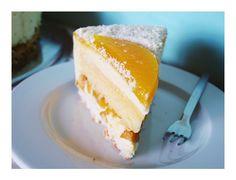Torte mit Kokos, weißer Schokolade und tropischen Früchten / Coconut, White Chocolate & Tropical Fruit Cake – Kuchenphilosophie