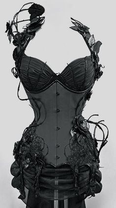 SRSLY Steampunk stunning corset - I love that it is industrial, Gothic and still very feminine Steampunk Mode, Style Steampunk, Gothic Steampunk, Steampunk Clothing, Steampunk Fashion, Gothic Fashion, Look Fashion, Gothic Corset, Gothic Clothing