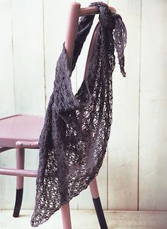 triangular scarf to crochet, from Crochet Workshop by Erika Knight