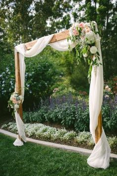 This pretty wedding arch would be an easy DIY! #BackyardWedding #BackyardWeddingIdeas