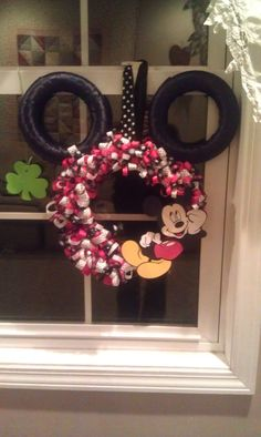 My mickey mouse wreath I made:)