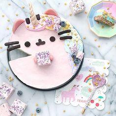 This raw cheesecake looks amazing! Pusheen Birthday, Cat Birthday, Cute Birthday Cakes, Pusheen Cakes, Raw Cheesecake, Cute Desserts, Cute Cakes, Cute Food, Amazing Cakes
