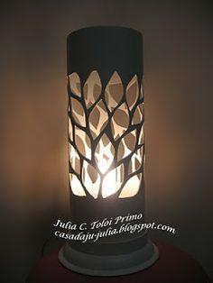 trabalho maravilhoso, você encontra o passo a passo em http://styloartes.blogspot.com.br/2011/02/luminaria-de-pvc-passo-passo.html