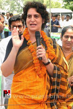 Priyanka Gandhi strikes chord with Amethi Funny Weekend Quotes, Old Film Stars, Apj Quotes, Sonia Gandhi, Rajiv Gandhi, Indira Gandhi, Bollywood Photos, Elegant Saree, Vice President