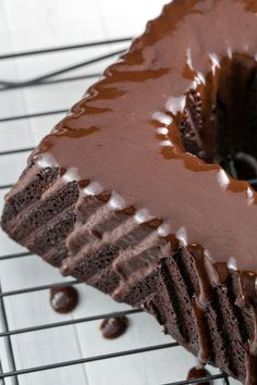 The ultimate Passover-friendly, gluten free chocolate bundt cake. With a rich, deep chocolate flavor, this cake is for true chocolate aficionados! Gluten Free Bakery, Gluten Free Recipes, Gluten Free Chocolate, Chocolate Flavors, Chocolate Bundt Cake, Easter Brunch, Paleo Dessert, Almond Flour, Cocoa