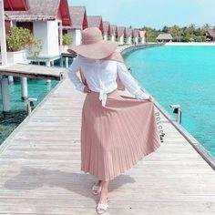 How to wear cute hijab in honeymoon Hijab Fashion Summer, Modest Fashion Hijab, Modern Hijab Fashion, Casual Hijab Outfit, Hijab Fashion Inspiration, Ootd Hijab, Islamic Fashion, Muslim Fashion, Fashion Ideas