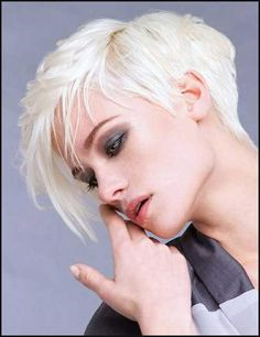Asymmetrische Kurzhaarfrisuren! - kurzhaarfrisuren Frauen   Ideen ...   Einfache Frisuren