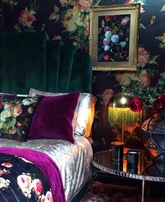It's filled with dark paint colors, floral wallpaper, and lots of quirky decor. Jewel Tone Bedroom, Gouts Et Couleurs, Maximalist Interior, Living Colors, Quirky Decor, Dark Interiors, My New Room, Bars For Home, Interiores Design