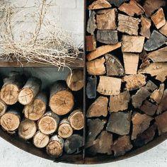 Style your wood pile. Wood Design, Custom Design, Firewood Storage, House Design, Uni, Winter, Sweet, Garden, Color