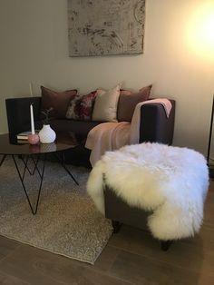 Sofa inspirasjon, tv stue Ottoman, Chair, Furniture, Home Decor, Decoration Home, Room Decor, Home Furnishings, Stool, Home Interior Design