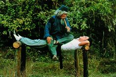 """Chien Fu (Jackie) being trained by Pai Cheng-Tien (Yuen Siu Tien) in """"Snake in the Eagle's Shadow."""""""