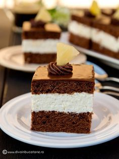 Chocolate cake with pineapple cream Romanian Desserts, Romanian Food, Easy Desserts, Delicious Desserts, Cake Recipes, Dessert Recipes, Sweet Pie, Sweet Treats, Good Food