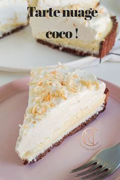 Tarte nuage coco This pie made me travel to the islands! I nicknamed it the coconut pie but after ta Dessert For Two, Desserts For A Crowd, Easy Desserts, Delicious Desserts, Dessert Recipes, Yummy Food, Tart Recipes, Sweet Recipes, Cooking Recipes