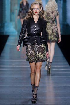 Christian Dior Spring 2010 Ready-to-Wear Fashion Show - Yana Karpova