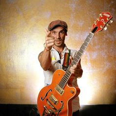 I went to see Manu Chao in Padua last week. Manu Chao, Rock N, Punk Rock, Gretsch, Reggae, Singing, Music Instruments, Youtube, Rollers