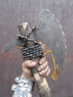 Handmade battleready post-apocalyptic axe with a baseball bat handle and tons of chainsaw chains. Zombie Apocalypse Weapons, Zombie Gear, Post Apocalypse, Fallout Weapons, Apocalypse Costume, Fallout Art, Ninja Weapons, Armadura Cosplay, Post Apocalyptic Costume