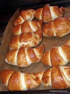 cum se fac cornuri pufoase cu branza gem rahat Focaccia Bread Recipe, Best Bread Recipe, Romanian Desserts, Romanian Food, Romanian Recipes, Pastry And Bakery, Pastry Cake, Sweet Pastries, Savory Snacks