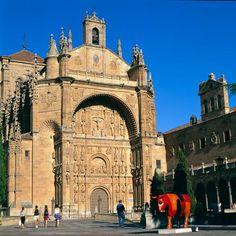 Centro Histórico de Salamanca.-  Se levanta en esta ciudad una de las universidades más antiguas de Europa. Conquistada por los cartagineses en el siglo III a de C. y con posterioridad por romanos y musulmanes. Su centro histórico posee importantes momumentos de las distintas civilizaciones que pasaron por ella y entre los que destaca la Plaza Mayor con sus galerías y arcadas.