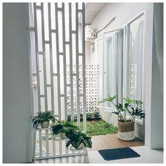 🌟Tante S!fr@ loves this📌🌟Taman Minimalis Dalam Rumah Patio Interior, Home Interior Design, Interior And Exterior, Interior Decorating, Partition Design, Minimalist Home, Minimalist Garden, My Dream Home, Home Projects