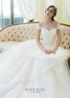 Tulle bell line dress. Bodice with off-shoulder top. Simple Wedding Gowns, Western Wedding Dresses, Elegant Wedding Dress, Wedding Bridesmaid Dresses, Best Wedding Dresses, Bridal Dresses, Christian Wedding Gowns, Wedding Gown Off Shoulder, Dress Sites
