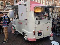 VW Kombi now a pink ice cream truck. Mobile Cafe, Mobile Shop, Ice Cream Van, Ice Cream Parlor, Mini Camper, Food Trucks, Gelato, Combi Hippie, Mobile Catering